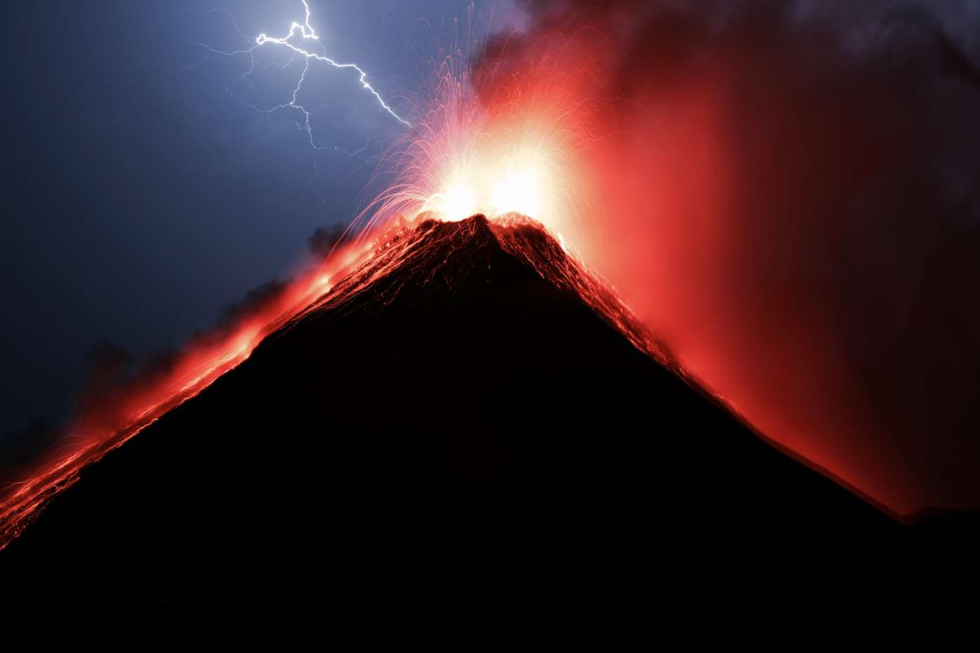 theworldupcloser-acatenango-volcano